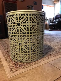Metal round End Table/Stand Sugar Land, 77479