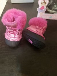 pair of pink sorel boots Toronto, M6G