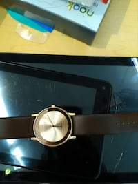 round gold-colored analog watch with black leather strap Hilliard, 43026