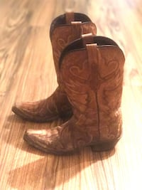 Lucchese cowboy boots size 5.5