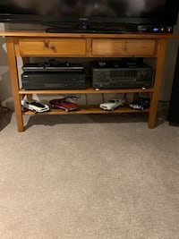 Solid pine tv stand  Holland Landing, L9N 1J7