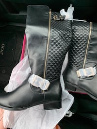 New Midcalf black boots