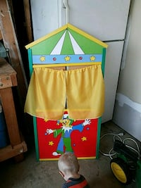 green and yellow puppet theater Moscow Mills, 63362