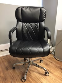 Black Rolling Office Chair Toronto, M5T 1Y4