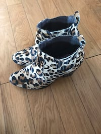 pair of brown-and-black leopard print boots Toronto, M6E 2S2