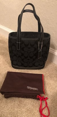 Authentic small coach purse. In really good condition.  Small stain on inside  Montgomery, 36116
