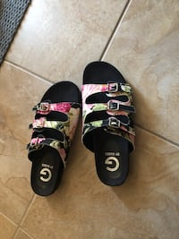 Like new Guess sandals SIZE 7 Ottawa, K2L 2X5