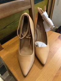 Pair of white leather peep toe heels Toronto, M3H 3C1