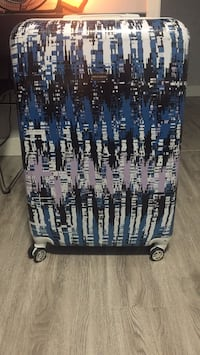 Steve Madden Large Luggage  Surrey, V3R 8A3
