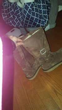 Brown leather authentic  uggs West Vancouver, V7V 3L8