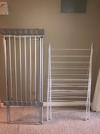2 clothes drying racks
