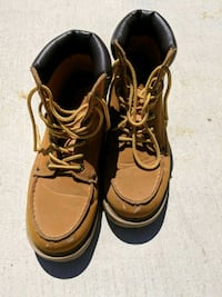 pair of brown leather work boots Vacaville, 95687