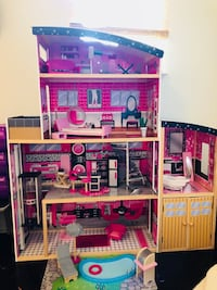 Barbie dollhouse with elevator Baton Rouge, 70810
