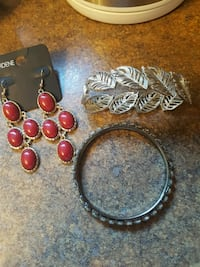 3pcs (earrings never worn)