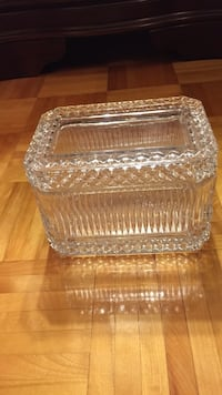 clear cut glass bowl with lid Laval, H7X 4G4
