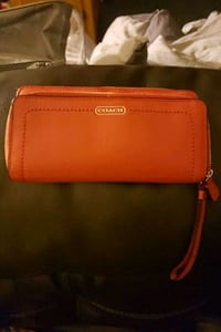 red leather Michael Kors wristlet Woodbridge, 22193