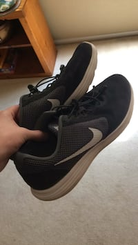 Pair of black-and-white nike running shoes Fresno, 93720