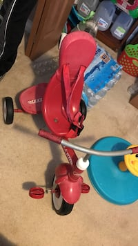 red and black Radio Flyer trike Peoria, 61615