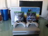Xbox One S (1 TB) White Pre-owned bundle  Los Angeles, 90026