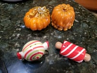 Holiday salt and pepper shakers Las Cruces, 88011