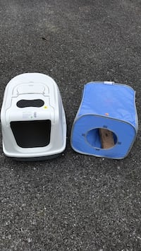 White cat litter tray and fold up cat cube Middletown, 21769