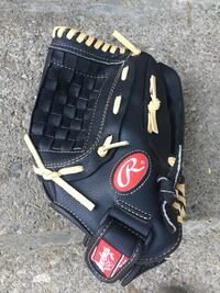 Rawlings baseball glove for use on left hand Toronto, M9N 2C7