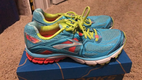 Brooks Ravenna women's size 9