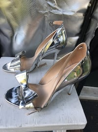 Italina heels silver with Bow! Gorgeous size 8 Guyton, 31312