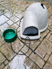 Dog house igloo, heat pad and heated water bowl Charles Town, 25414