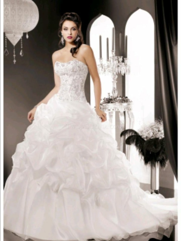 Used Womens White Sweetheart Neckline Wedding Gown For Sale In
