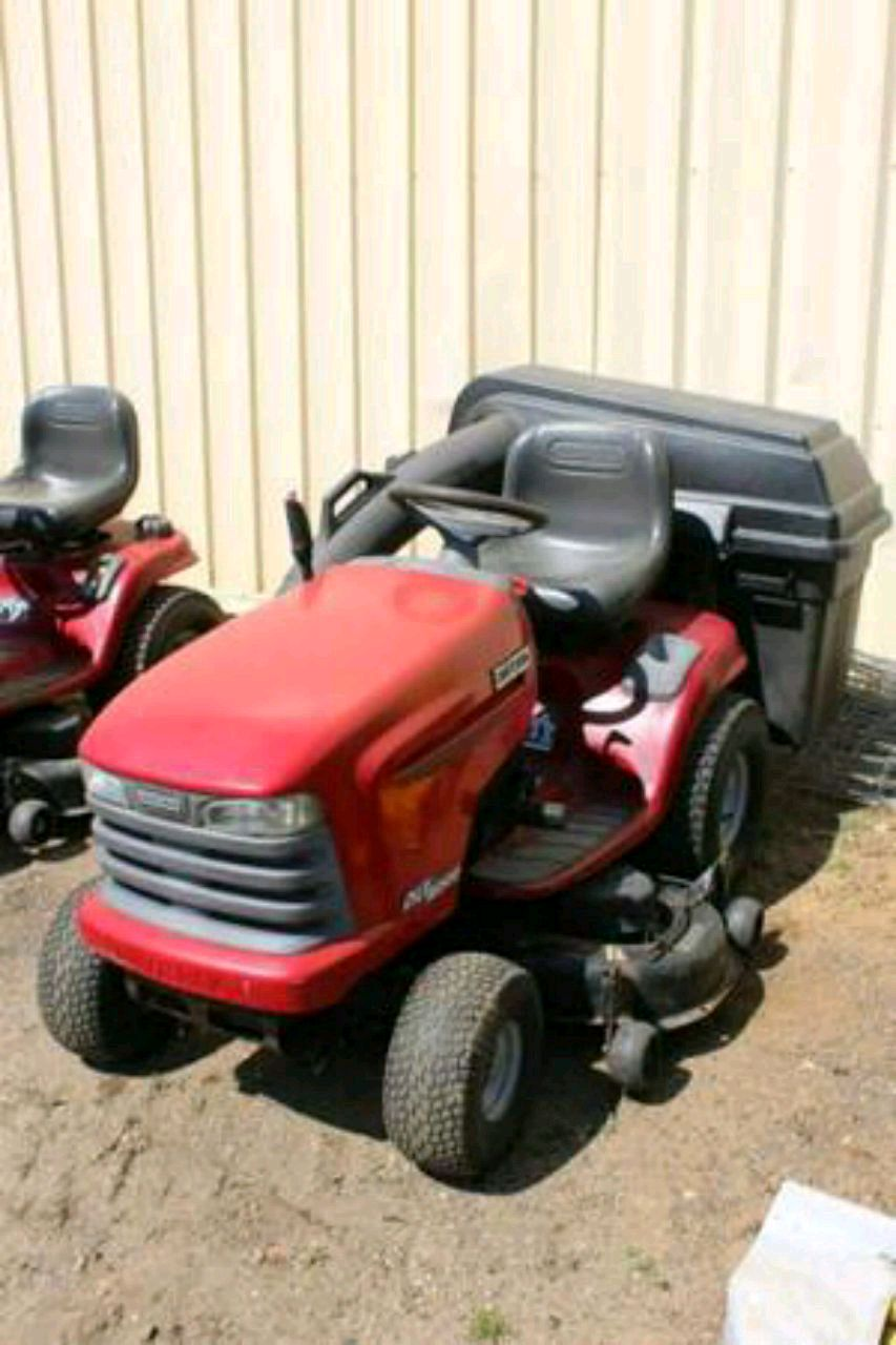 Photo 2002 Craftsman DLT 2000 20 HP Riding Lawnmower
