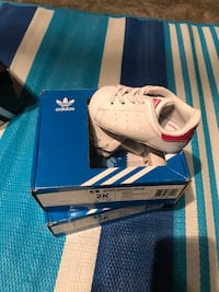 White and pink baby adidas shoes new  2347 mi