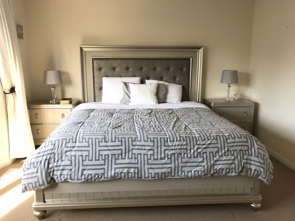 King bed with Serta i-series mattress