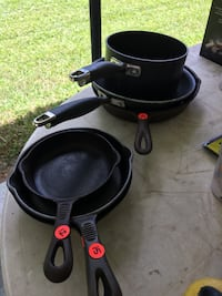 Black iron skillets and pots Prairieville, 70769