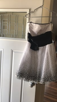 White and black prom dress brand new size 7 Washington, 20024
