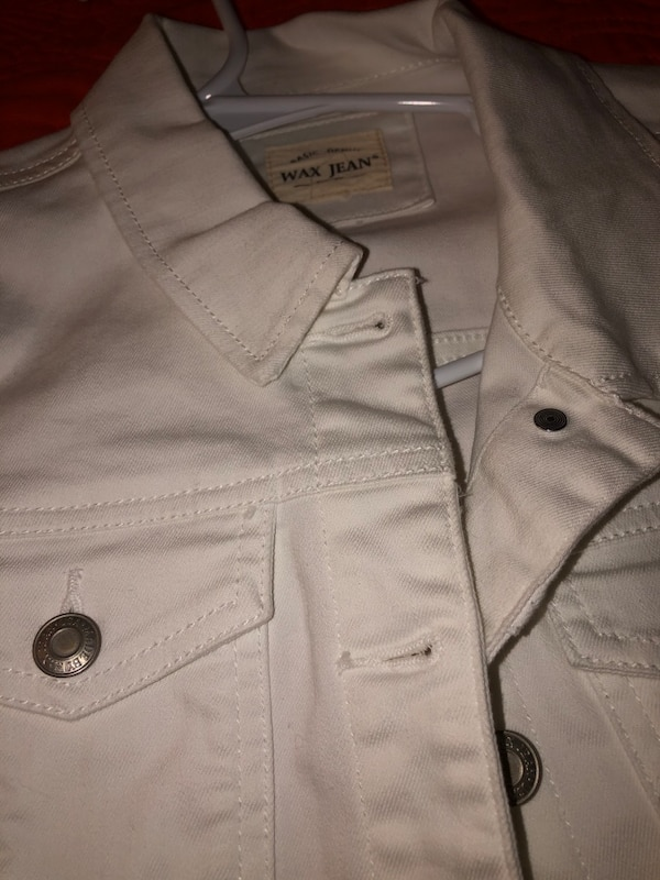 White jean jacket  092b857c-d522-4656-ad7b-778974eeed92