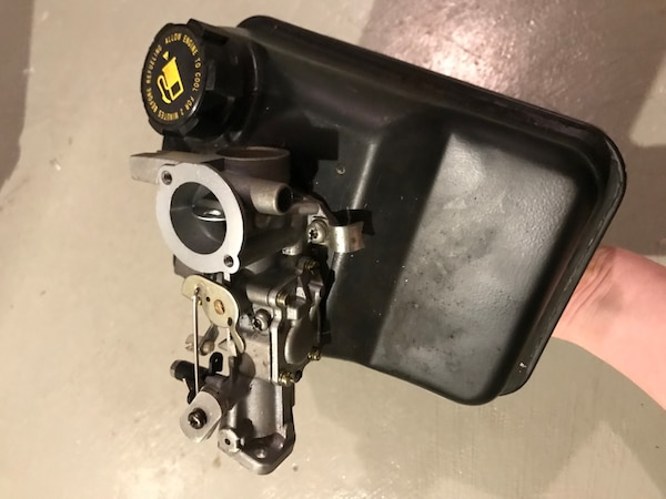 Briggs and stratton 5hp horizontal engine NEW CARB and tank 496987fc-e939-46a7-ab23-315a0ad0918b