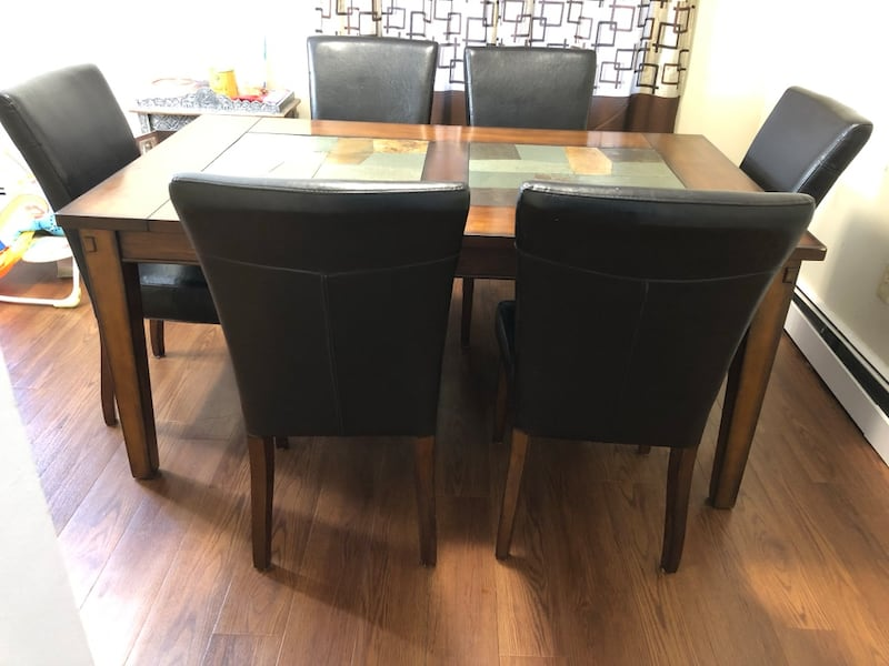Dining table and 6 Chairs  09b8fe49-21ac-4a59-9b83-b243b0ca62c7
