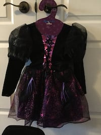 Get ready for Halloween!! costume - Girl's black and purple witch costume with hat size 5/6 Vaughan, L4H 0Y3