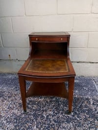 Vintage side table with Leather inlay La Marque, 77568
