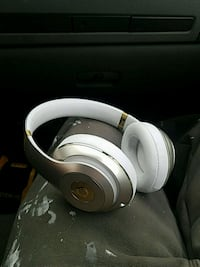 white Beats by Dr Gaithersburg, 20878