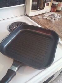 black cast iron frying pan Montréal, H2G 2M9