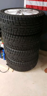 Winter tire set 20in, like new. Avon, 06001