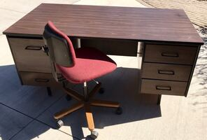 5-Drawer Office Desk with Upholstered Swivel Chair