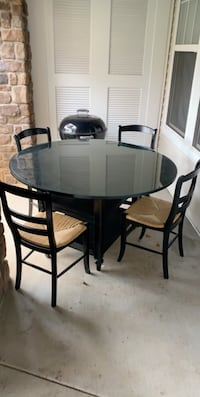 Pier 1 Imports Dining Room Table with 4 chairs, gently used  Sterling, 20166