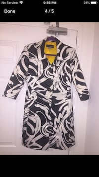 black and white floral long-sleeved shirt London, N6H 4W1