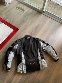 Ladies motorcycle jacket only worn 3 times. Size S Coquitlam, V3K 6N7