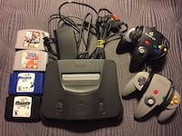 Nintendo 64 with 2 controllers and 4 Games Ajax, L1T 1V1