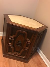Coffee table/ side table with door New Franklin, 44319
