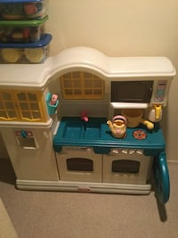 Play kitchen with play food Frederick, 21703
